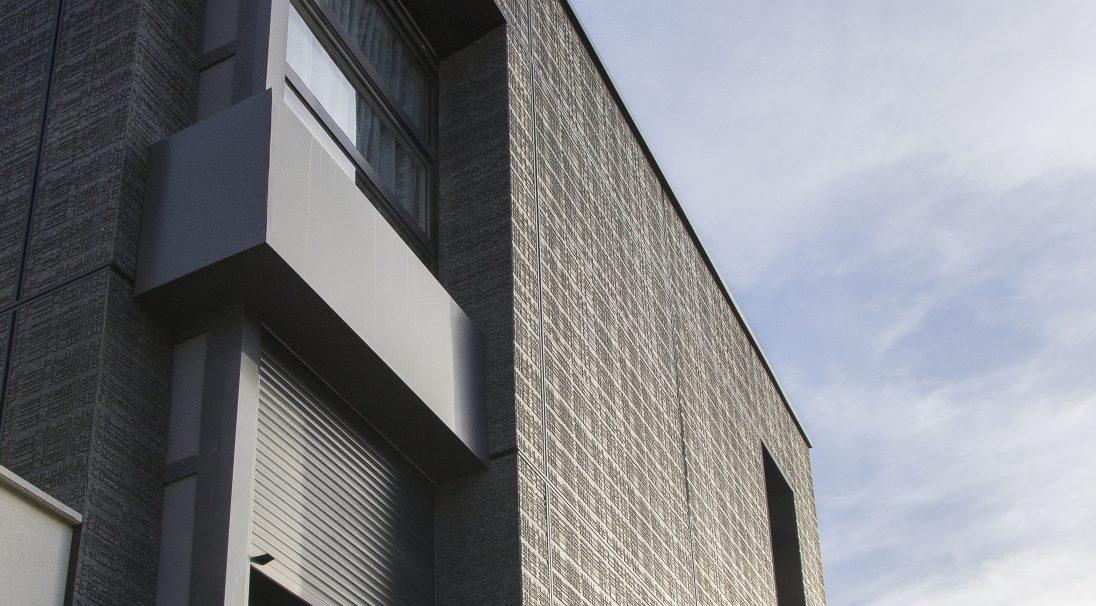 Standort: Toulouse (Frankreich),  Architekten: Cabinet Diana,  Art der Konstruktion: Neubau,  Verlegesystem: Verkleidung mit Unterkonstruktion (VmU),  Verwendetes Produkt: URBA