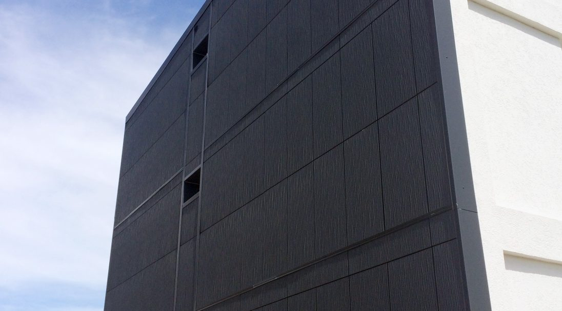 Lieu : Buzançais (36),  Architectes : Cabinet Devaux Salles,  Type de construction : rénovation,  Système de pose : bardage sans ossature (BSO),  Produit : DUNE et LISSE