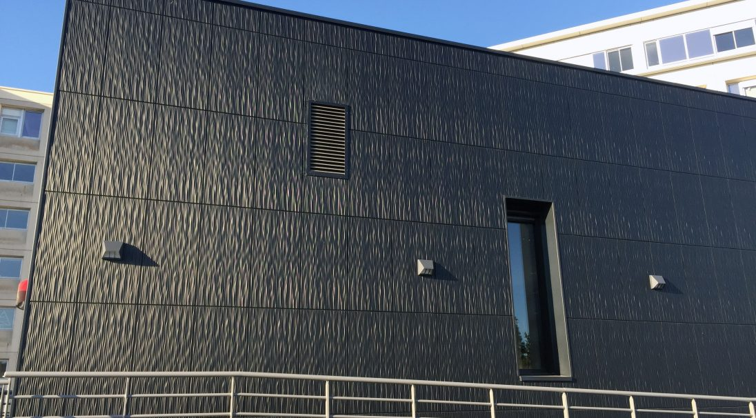Lieu : Angers (49),  Architectes : Bontemps Le Merdy Architecture,  Type de construction : neuf,  Système de pose : bardage sans ossature (BSO),  Produit : DUNE