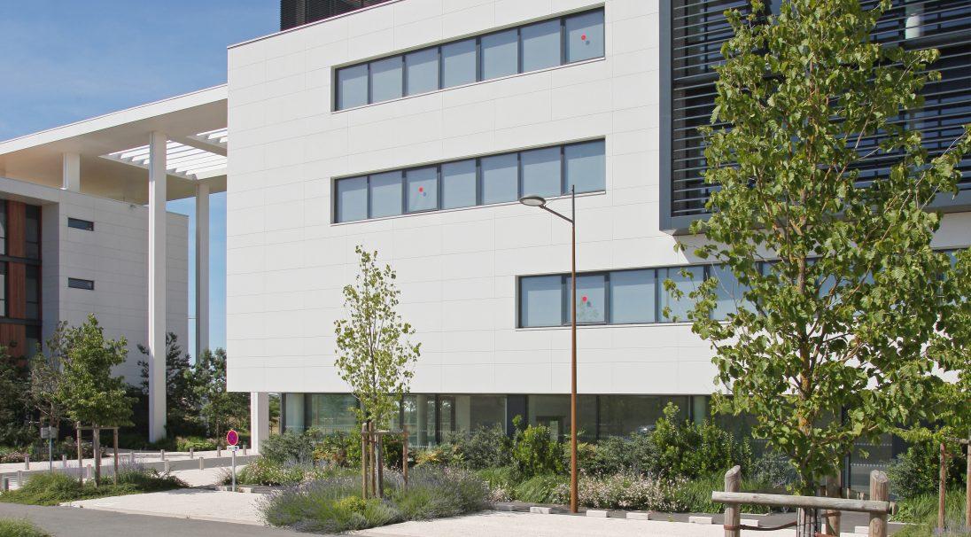 Standort: Poitiers (Frankreich),  Architekten: Créature Poitiers,  Art der Konstruktion: Neubau,  Verlegesystem: Verkleidung mit Unterkonstruktion (VmU),  Verwendetes Produkt: MATT