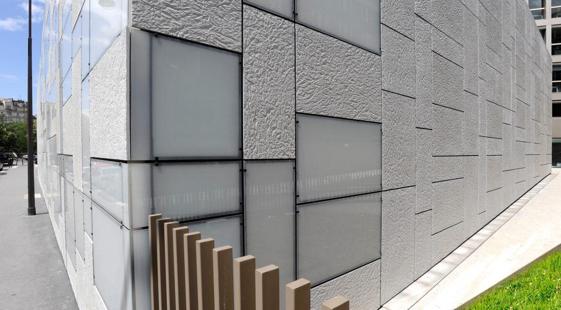 Standort: Paris (Frankreich),  Architekten: F. Roux und E. Puzenat - 2/3/4/ Architecture,  Art der Konstruktion: Neubau,  Verlegesystem: Verkleidung mit Unterkonstruktion (VmU),  Verwendetes Produkt: PAPYRUS