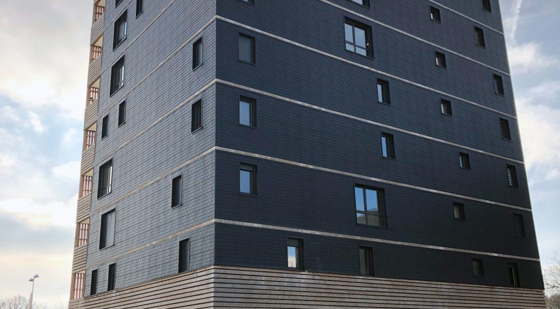 Standort: Saint-Nazaire (Frankreich),  Architekten: Jba,  Art der Konstruktion: Neubau,  Verlegesystem: Verkleidung ohne Unterkonstruktion (VoU),  Verwendetes Produkt: GRAF SCHIEFER