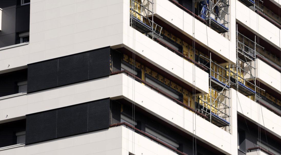 Standort: Paris (Frankreich),  Art der Konstruktion: Renovierung,  Verlegesystem: Verkleidung mit Unterkonstruktion (VmU),  Verwendetes Produkt: MATT und RHODES
