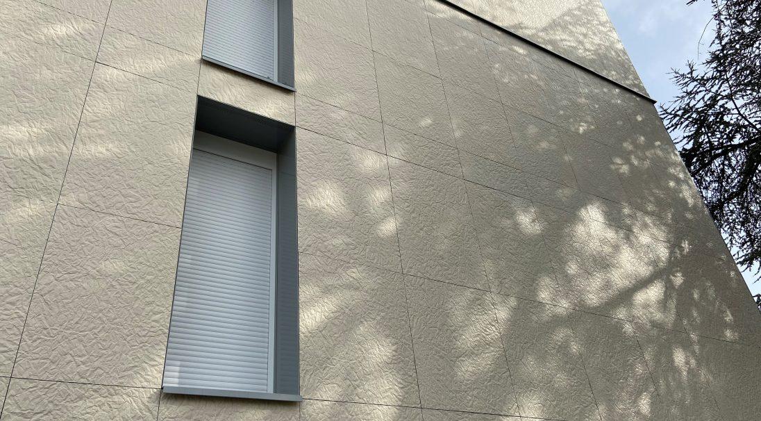 Wohngebäude, Folie Jeannot (Frankreich) - Verlegesystem: Verkleidung mit Unterkonstruktion (VmU)