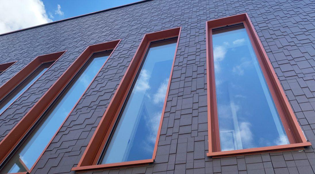 Fassade foyer Jean Moulin - Egly (Frankreich) - Verkleidung mit Unterkonstruktion (VmU)